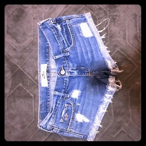 Super cute hollister distressed shorts 3